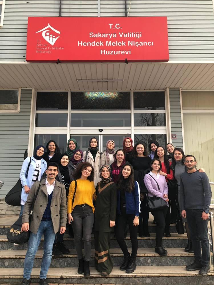 Sağlıklı Yaşam Öğrenci Topluluğundan Huzur Evine Ziyaret